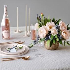 现代餐桌餐具酒水饮料蜡烛花卉摆件组合3D模型【ID:927836343】