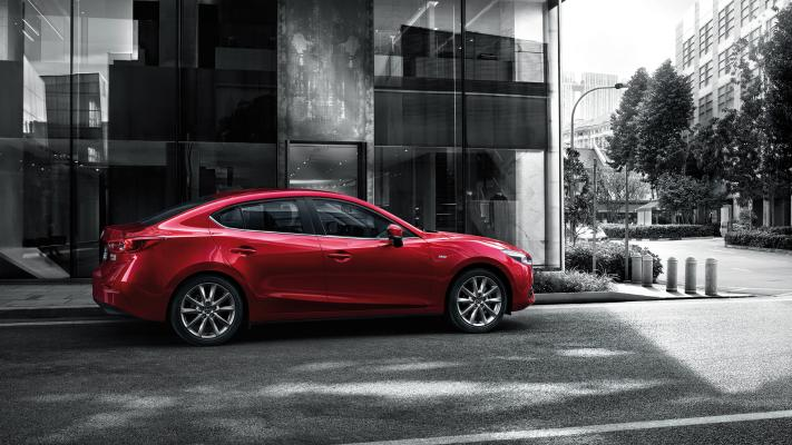 现代金属轿车 红色小车 雷克萨斯