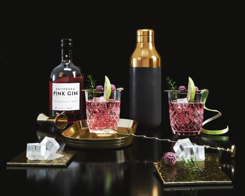 现代酒瓶酒杯组合